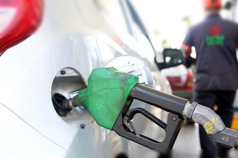 gasolina bomba cargando auto