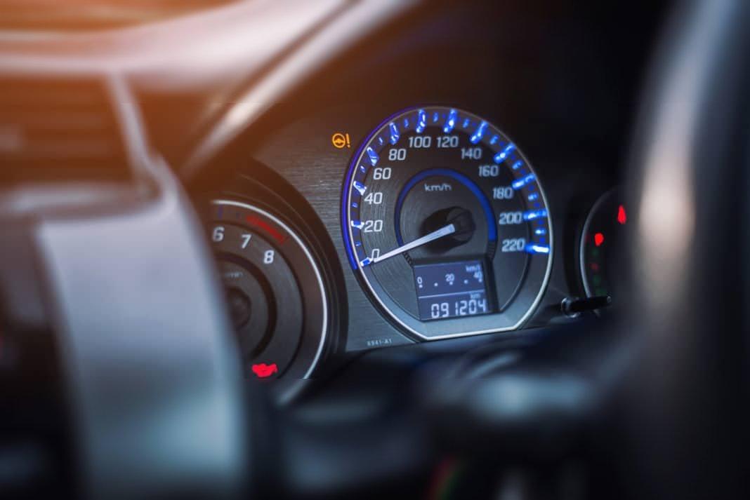 tablero coche rendimiento gasolina litros